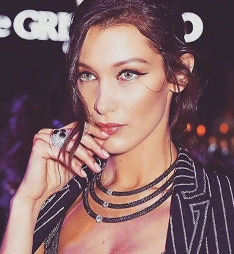 Bella Hadid - Professional Model and Fingermouther
